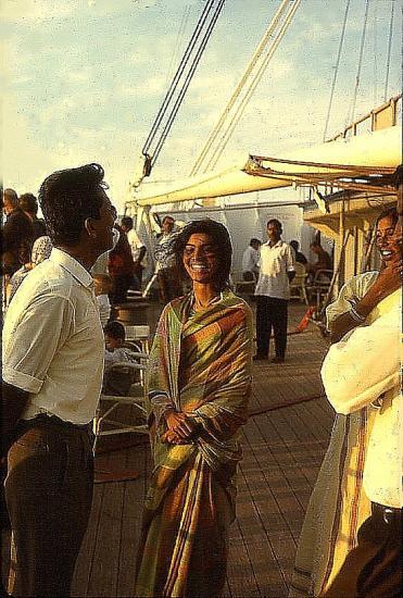 2 66 belle indienne sur le pont