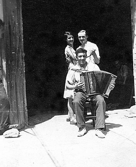 Papa et son accordeon 1930