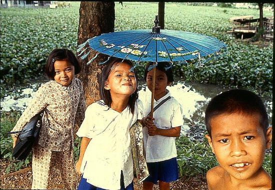 9 71 vientiane le parapluie