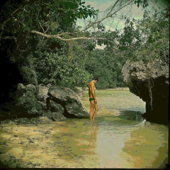 Francine pieds dans l eau